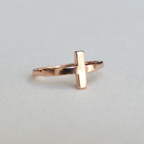 Rose gold sideways cross midi ring